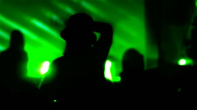 vídeos de stock, filmes e b-roll de multidão de concerto  - dance music