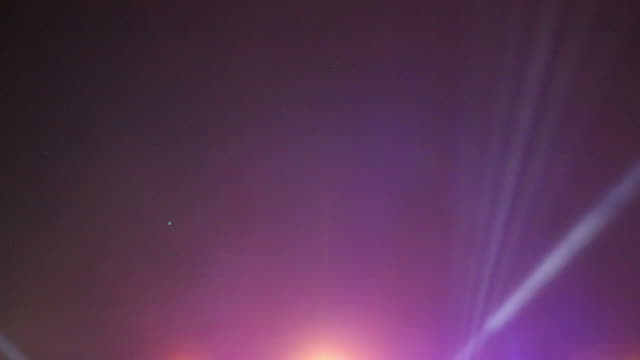 konzert licht - rampenlicht stock-videos und b-roll-filmmaterial