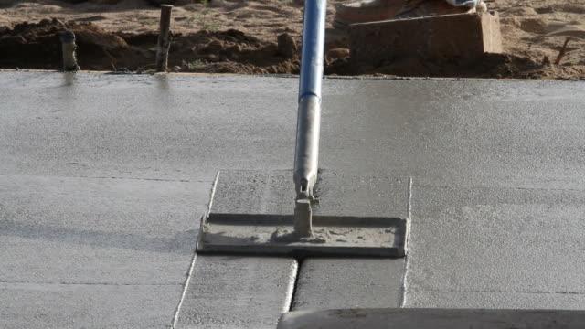 calcestruzzo linee tagliato a versare - a forma di blocco video stock e b–roll