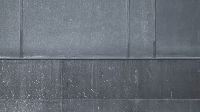 vídeos de stock e filmes b-roll de concrete wall texture pattern panning - concrete wall interior