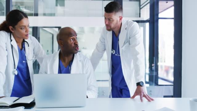 bedriva forskning för att underlätta deras diagnos - panorering bildbanksvideor och videomaterial från bakom kulisserna