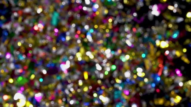 konfetti-explosion nach kamera auf schwarzem hintergrund - luftschlangen und konfetti stock-videos und b-roll-filmmaterial