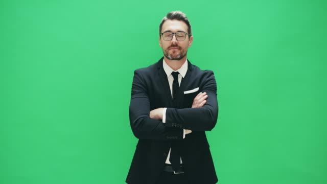 vídeos de stock, filmes e b-roll de confiança e um grande fato irão levá-lo lugares - fundo verde
