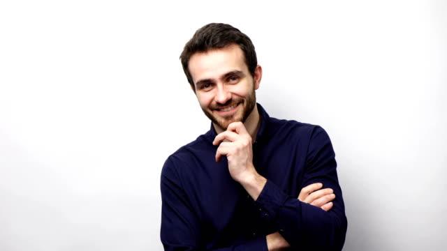vídeos de stock e filmes b-roll de confident business man smiling at camera - homem casual standing sorrir
