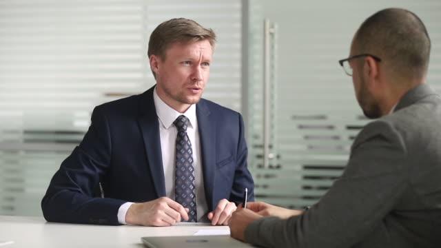 vídeos de stock e filmes b-roll de confident businessman investment manager consulting handshake client make deal - gerente