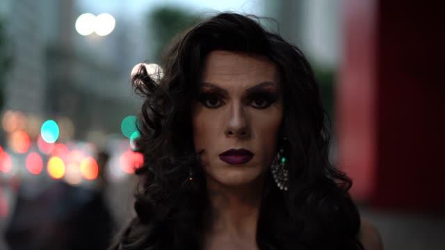 confident drag queen - настоящая жизнь стоковые видео и кадры b-roll