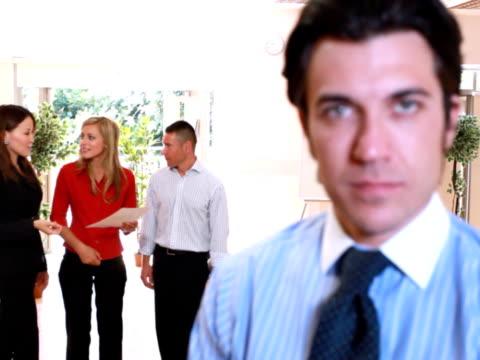 confident manager - 10 saniyeden daha kısa stok videoları ve detay görüntü çekimi