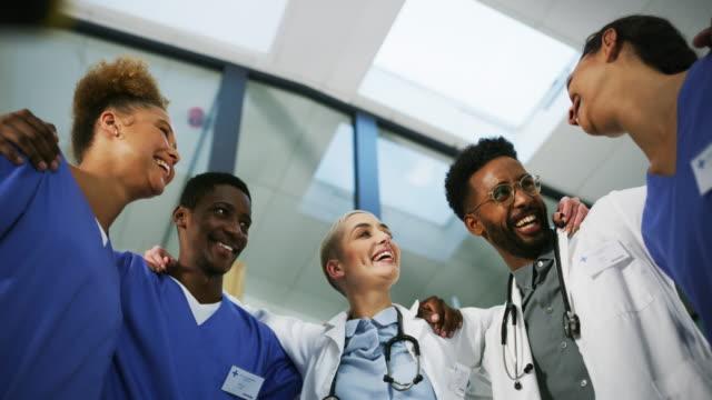 stockvideo's en b-roll-footage met overweeg ons uw metgezellen in gezondheid! - huddle
