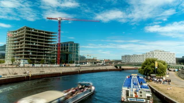 vídeos de stock e filmes b-roll de construction in berlin time lapse - berlin wall