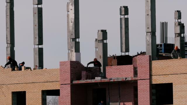 stockvideo's en b-roll-footage met constructie van een stenen hoogbouw-gebouw - ladder