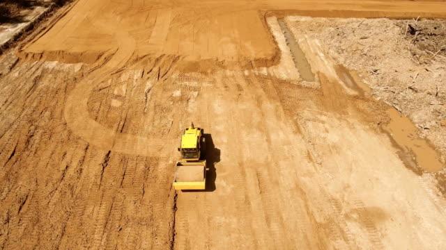 stockvideo's en b-roll-footage met bouw van een nieuwe weg - shovel