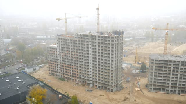 Construction of multi-storey buildings with Cranes in Ukraine. The Great Fog. video