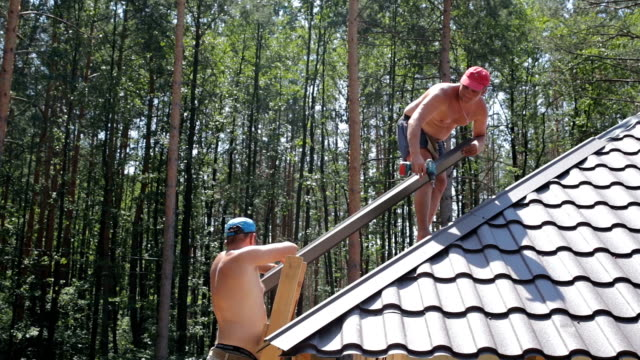 Construction of the roof. video