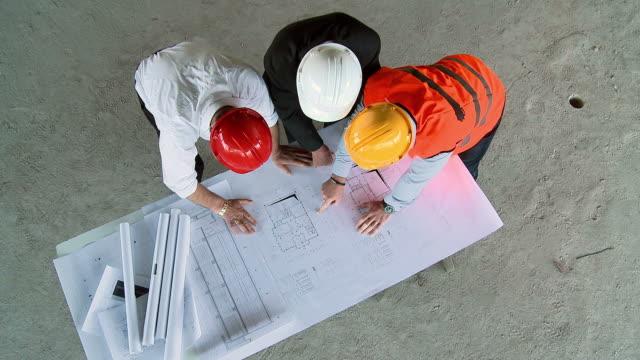 HD CRANE: Construction Professionals video