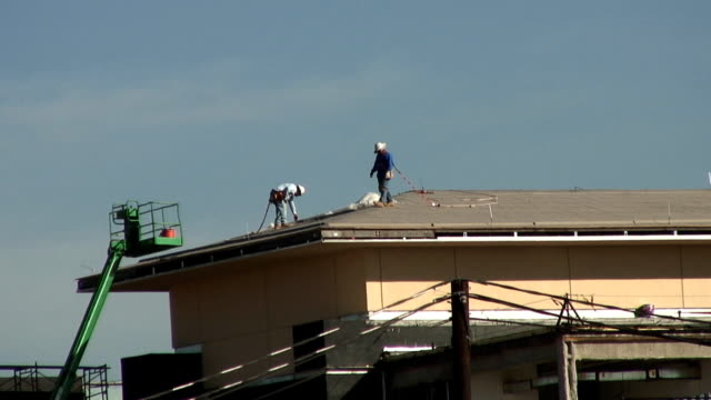 construction roofers video