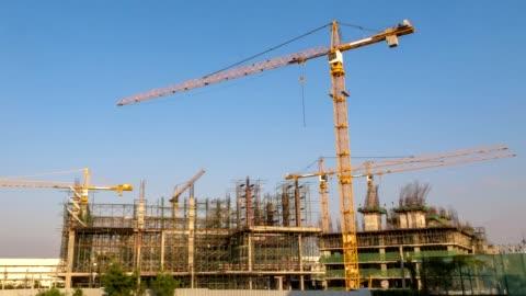 vídeos y material grabado en eventos de stock de construcción sitio comienza a terminar el timelapse completa a largo plazo, lapso de tiempo hd - construir