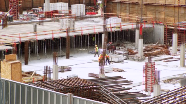 construction site workers timelapse - intelaiatura video stock e b–roll