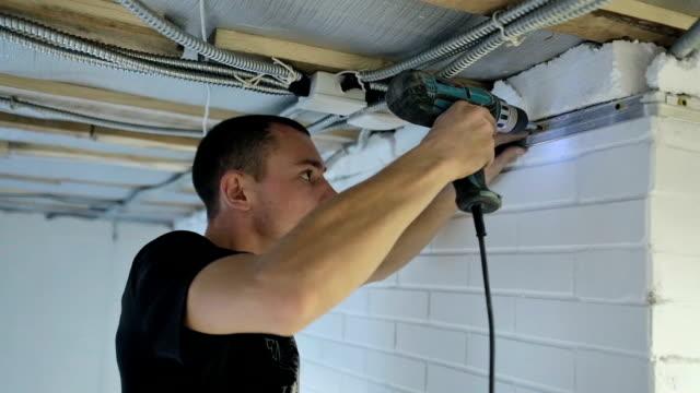 vídeos y material grabado en eventos de stock de construcción - reparador