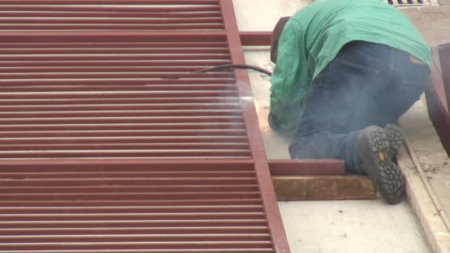 (hd1080i) construction: welding - {{searchview.contributor.websiteurl}} stock videos & royalty-free footage