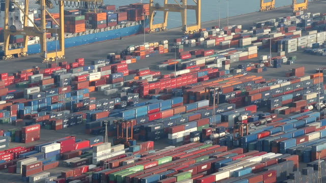 VDO : Container operation in the port. video
