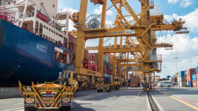 containerfartyg i hamnen i asien - skrov bildbanksvideor och videomaterial från bakom kulisserna