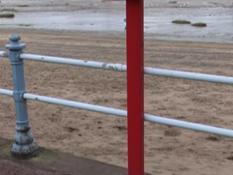 vídeos de stock, filmes e b-roll de anel containered vida - equipamento de esporte aquático