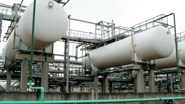 Containers and tanks for storage of liquefied gas lpg