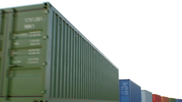 Container bewegen auf weißem Hintergrund nahtlos. Looped 3d Animation von abstrakten modernen Metall-Container. Logistik Business Concept. – Video
