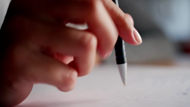 övervägd författare - blyertspenna bildbanksvideor och videomaterial från bakom kulisserna