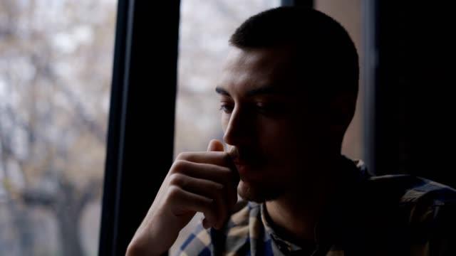 contemplated young man - tylko jeden mężczyzna filmów i materiałów b-roll