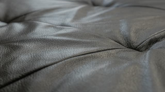 vídeos de stock, filmes e b-roll de sofá de couro contemporânea - mobília