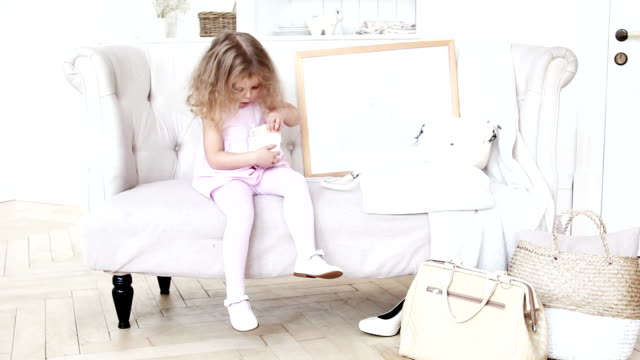 Content child exploring present video