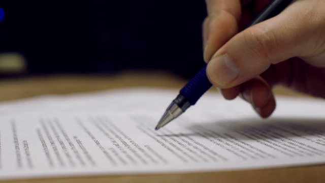 firma del contratto - sistema legale video stock e b–roll