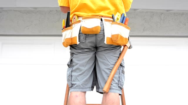 Contractor and tool belt video