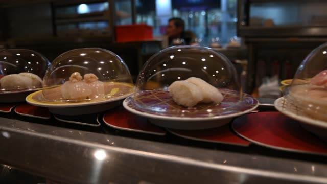 4 K 回転寿司や日本食レストランで回転寿司。 ビデオ