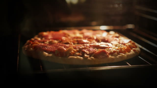 cook a frozen pizza in a oven. timelapse
