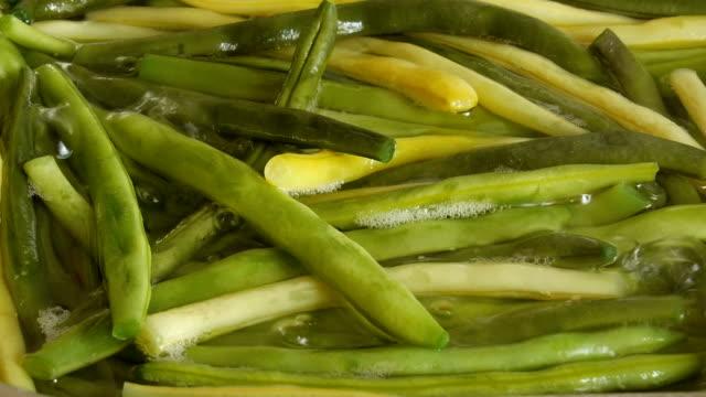 Kochen Sie grüne Bohnen. – Video