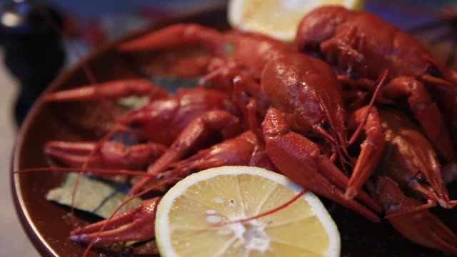 cooked red crayfish with lemon video