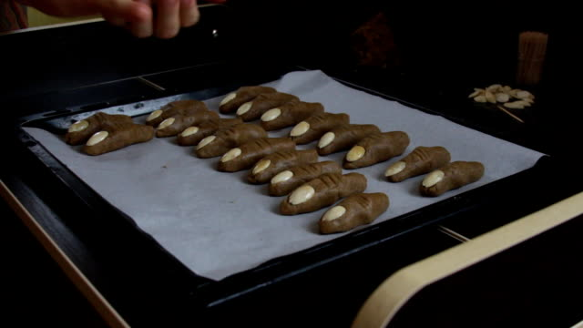 Cookie witch fingers video