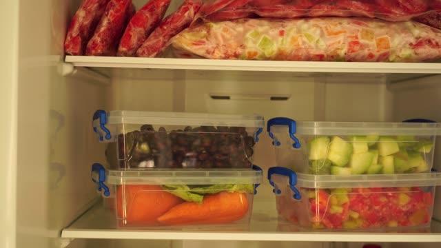 vídeos de stock e filmes b-roll de cooking and freezing vegetables and fruits - congelador