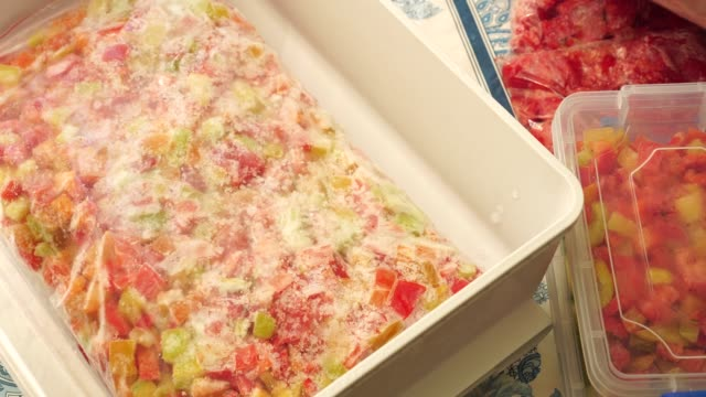 vídeos de stock e filmes b-roll de cooking and freezing vegetables - congelador