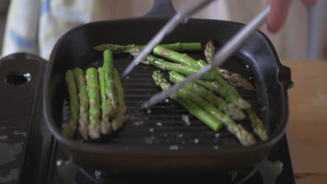 cooking asparagus using griddle pan