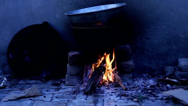 Cocinar los alimentos en el corazón - vídeo