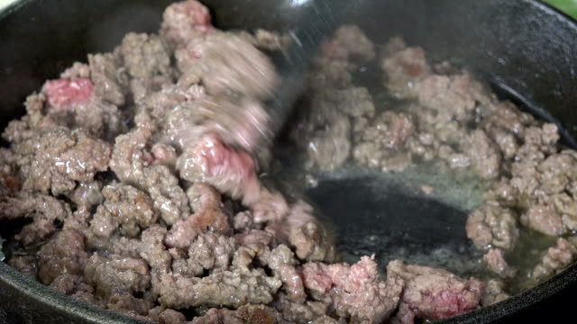Cooking ground beef video