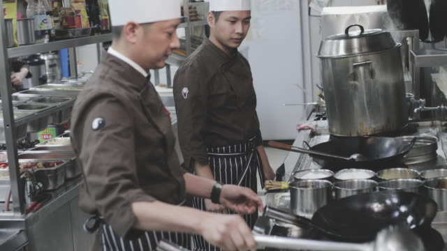 cooking in chinese restaurant - busy restaurant kitchen stock videos & royalty-free footage