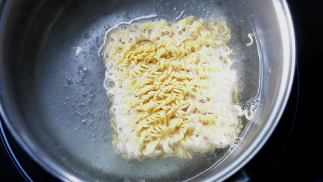 Cooking instant noodles video