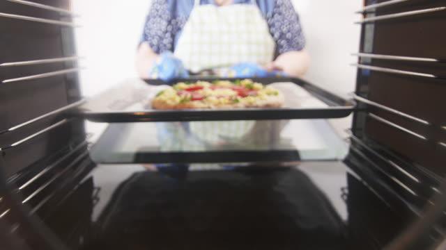 cooking italian pizza in hot convection oven - замороженные продукты стоковые видео и кадры b-roll