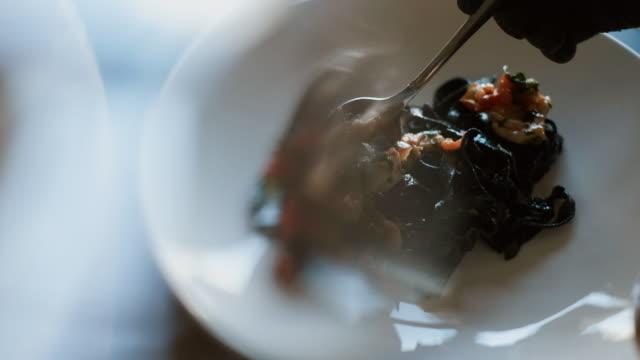 vídeos y material grabado en eventos de stock de cocina ndo comida japonesa para restaurante. - comida gourmet
