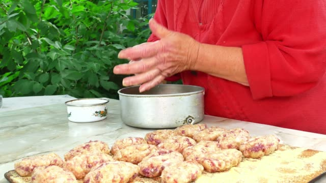 cooking meat cutlets with female hands at the table. food photo. culinary recipe. menu of dishes. home kitchen. cooking food. meat dish. kitchen tool. promotional video. hot snack. - rodzina czosnkowatych filmów i materiałów b-roll