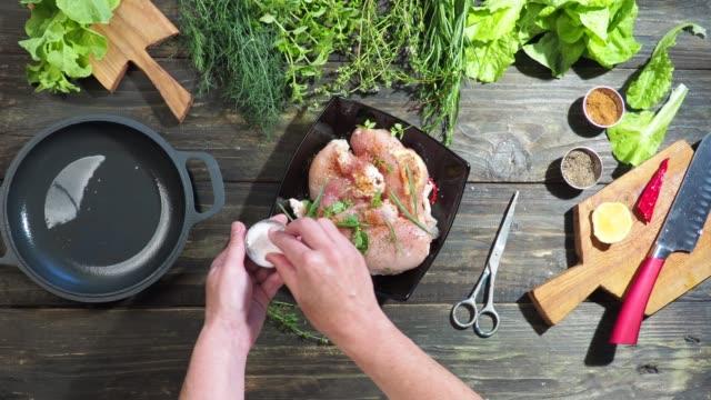 鶏のささみの調理 - 叙情的な内容点の映像素材/bロール